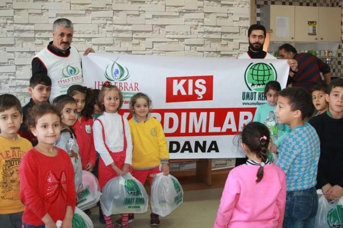 Adana'da ihtiyaç sahibi öğrencilere yardım eli
