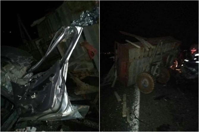 Çınarlı aile otomobil ile traktöre arkadan çarptı: 2 ölü 3 yaralı