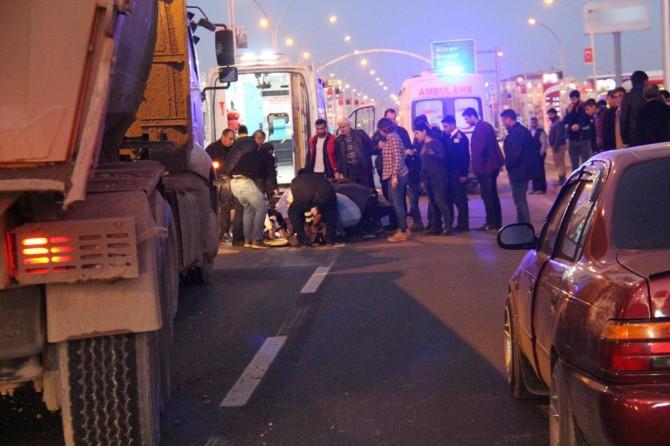 Diyarbakır'da kamyonun önüne atlayan kadın ağır yaralandı