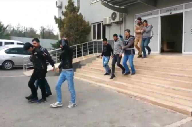Bir iş yerini soyan 5 kişi tutuklandı