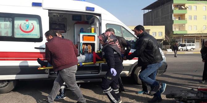Çınar'da otomobil motosiklete çarptı, 1 yaralı