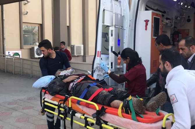 Yol yapım çalışmasında göçük: 2 işçi yaralı