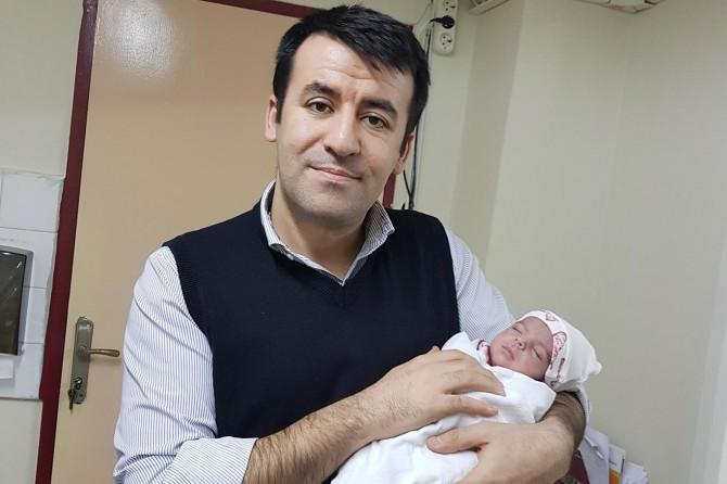 Doğmadan kendisine 6 kez kan nakli yapılan bebek dünyaya geldi