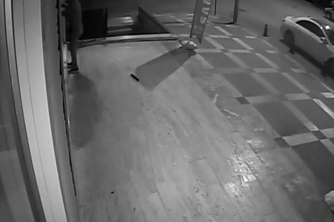 Hırsızlık anları güvenlik kameralarına yansıdı