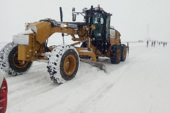 İpekyolu Belediyesinden kar mesaisi
