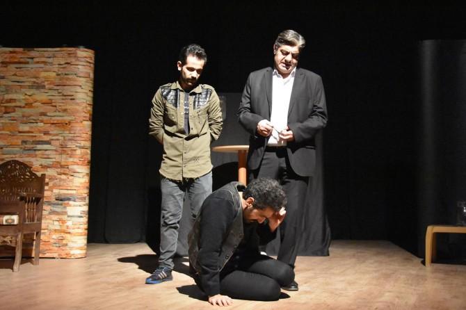 """Nusaybin'de """"Sahte Cennet Sessiz Çığlık"""" adlı tiyatro sahnelendi"""