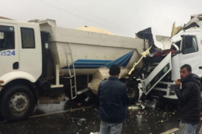 Şanlıurfa Çamlıdere Kavşağı'nda TIR kamyona arkadan çarptı: 1 ağır yaralı