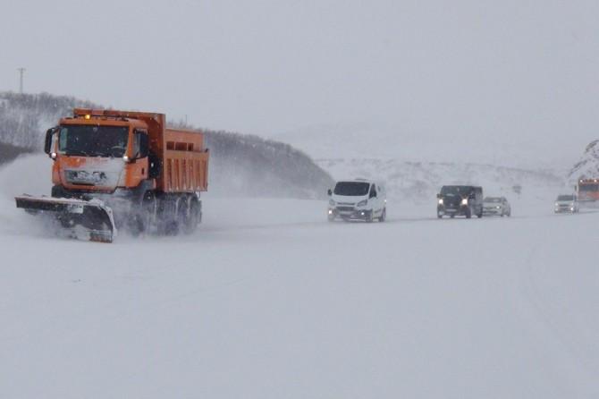 Bingöl'de kar nedeniyle 278 köy yolu ulaşıma kapandı