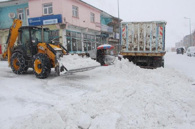 Karlıova'da köy yolları ulaşıma kapandı