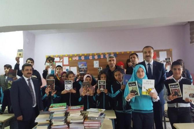 Mardinli öğrencilere kitap hediye edildi