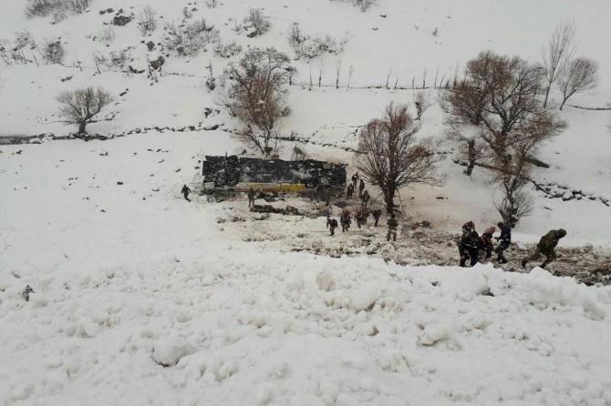 Passenger bus rollovers: 6 dead 30 injured