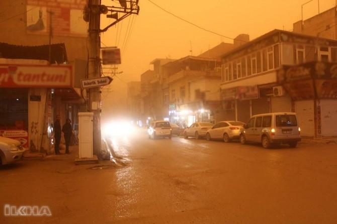 Mardin Nusaybin'de toz bulutu esnafa kepenk kapatırdı