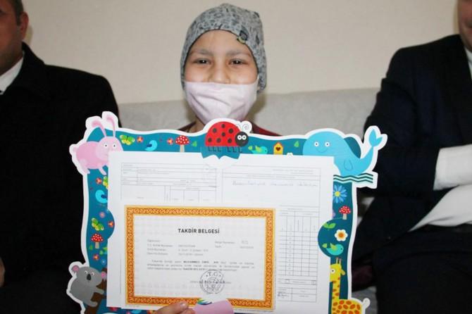 Mardin Kızıltepe'de lösemi hastası öğrencilerin karne sevinci
