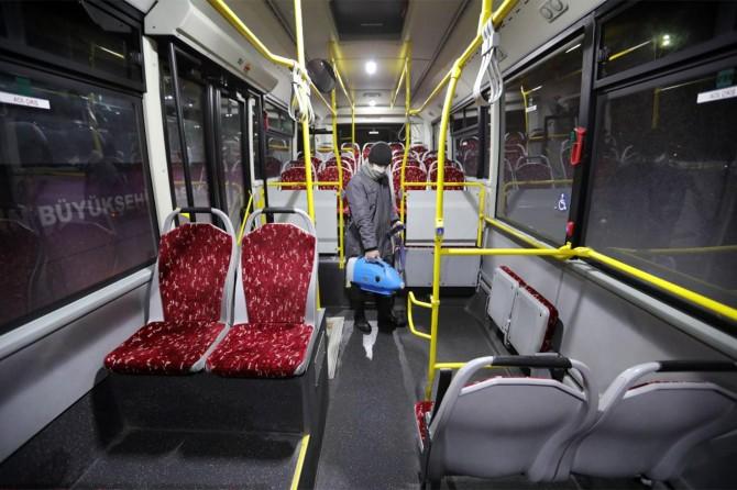Van Büyükşehir Belediyesi otobüsleri dezenfekte ediliyor