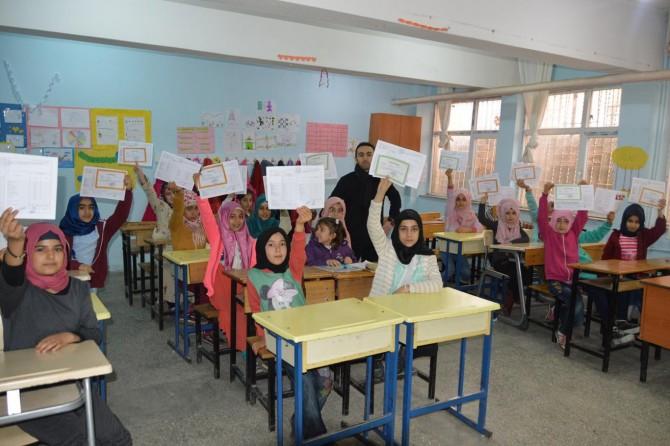 Siirt'te öğrencilerin karne heyecanı