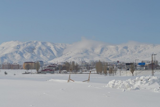 Bitlis'te kar yağışı yerini güneşli havaya bıraktı
