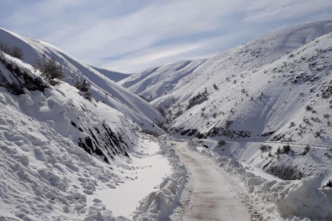 Elazığ Palu'da 10 köy yolu ulaşıma kapandı