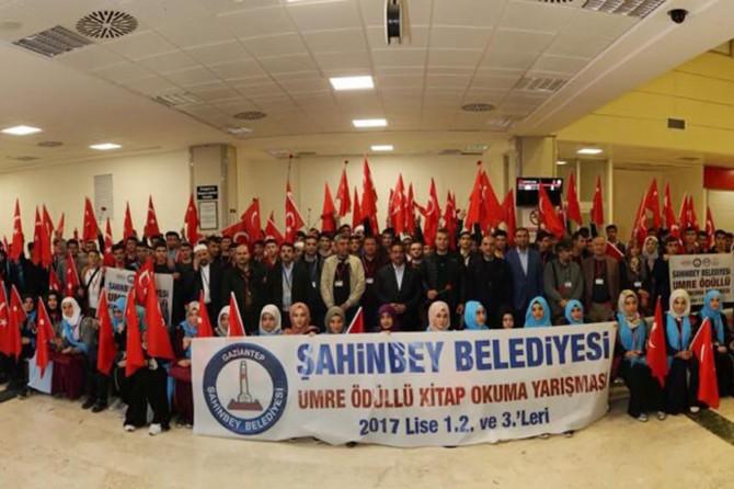 Gaziantep'te öğrenciler dualarla umreye uğurlandı