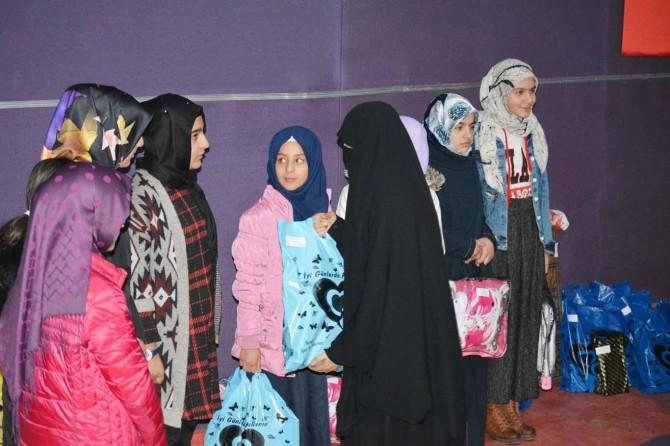 Kur'an Pınarı Sınavı'nda dereceye girenlere ödülleri verildi