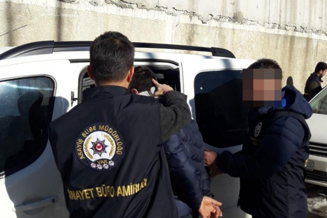 Van İpekyolu'nda bıçaklı gaspa 2 tutuklama