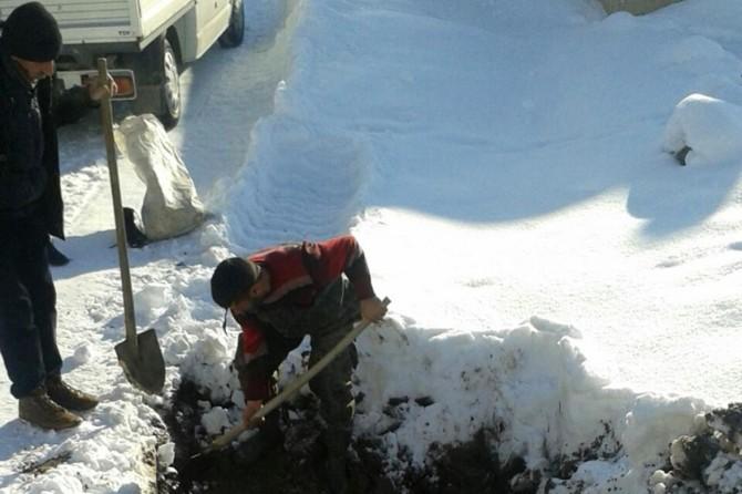 VASKİ ekipleri buz tutan yollarda çalışmakta zorlanıyor