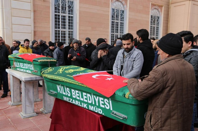 Kilis'te roketli saldırıda hayatını kaybedenler toprağa verildi