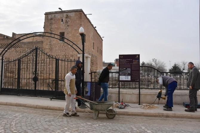 Nusaybin'de tarihi mekânlara bilgilendirme levhaları konuldu