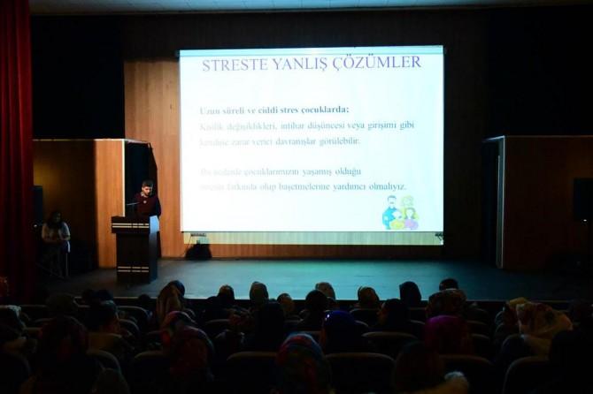 Van İpekyolu Belediyesi stresle ilgili seminer verdi