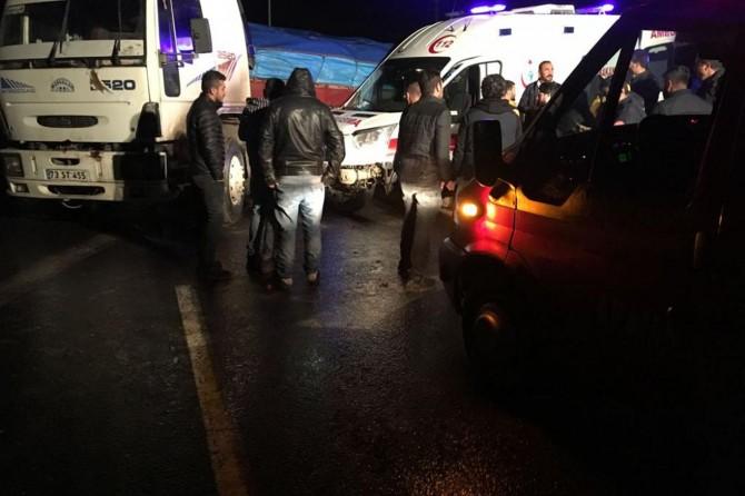 Nusaybin 'de ambulans ile TIR çarpıştı