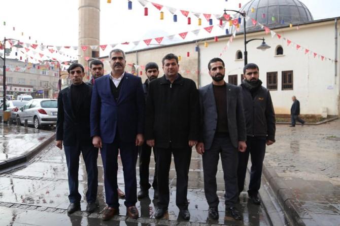 HÜDA PAR heyeti roketle vurulan camiyi ziyaret etti