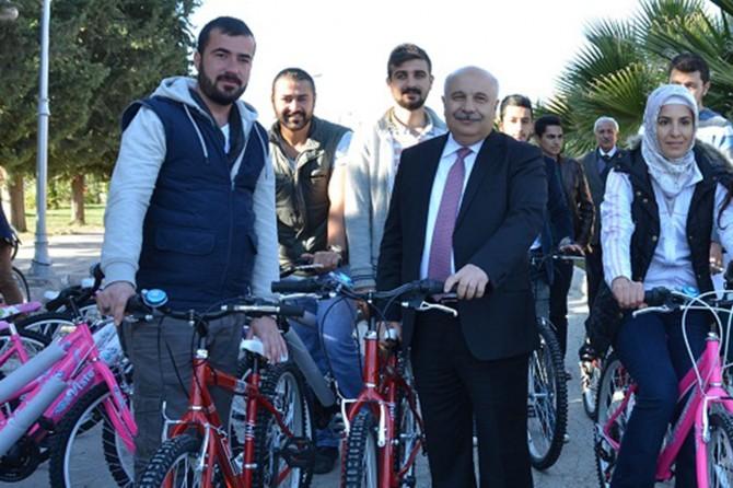 Kampüs alanında ücretsiz bisiklet hizmeti