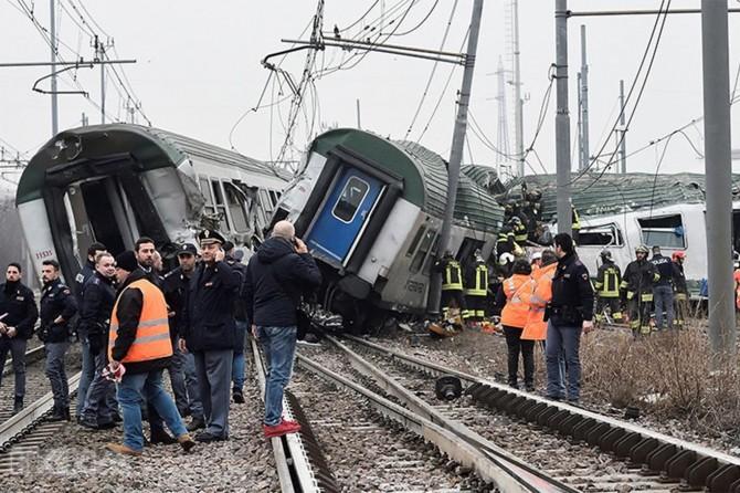 Train crash in Italy kills 3, at least 100 injured