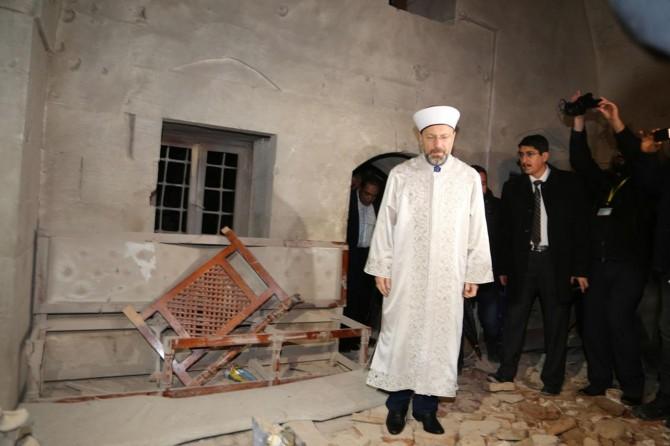 Diyanet İşleri Başkanı Erbaş roketle vurulan camide incelemelerde bulundu
