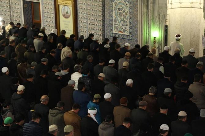 Diyanet İşleri Başkanı Erbaş Şanlıurfa'da sabah namazında vatandaşlara bir araya geldi