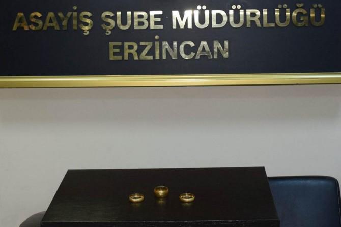 Erzincan'da altın bilezikleri bozdurmaya çalışan hırsızlık şüphelisi yakalandı