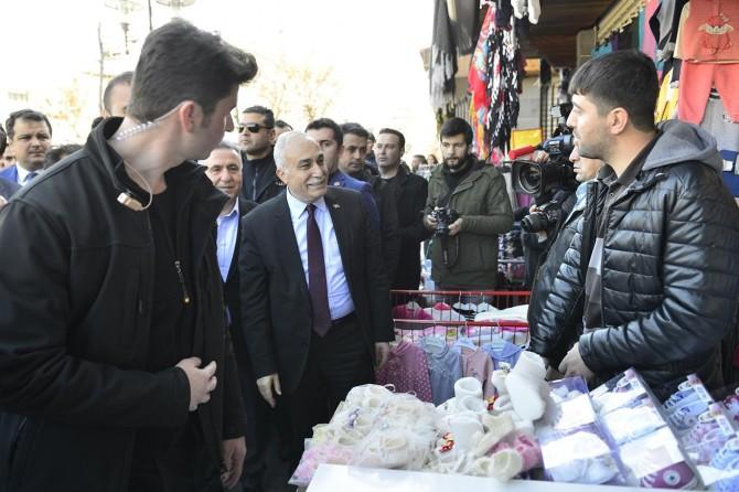 Bakan Fakıbaba Diyarbakır'da Sur esnafını ziyaret etti