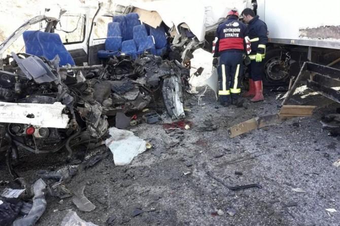 8 kişinin hayatını kaybettiği kazaya ilişkin valilikten açıklama