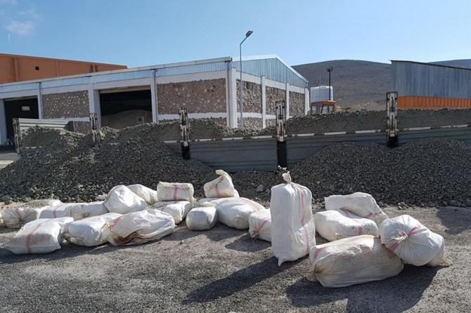 Elazığ'da çakıllar içerisine gizlenmiş yarım ton esrar ele geçirildi