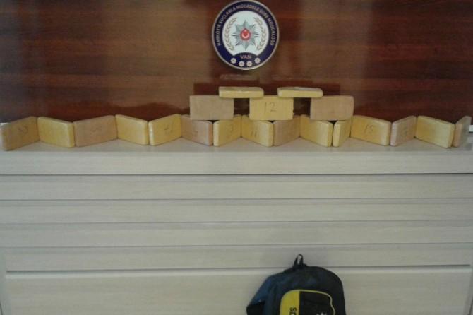 Van'da bir şahsın sırt çantasından 10 kilo eroin çıktı