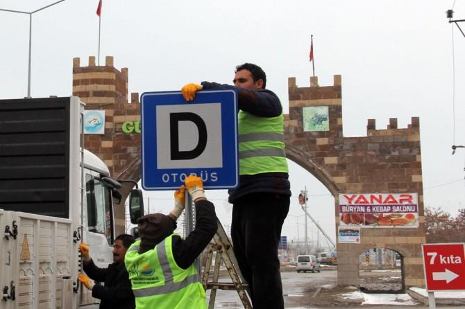 Van Erciş'te trafik levhaları yenilendi