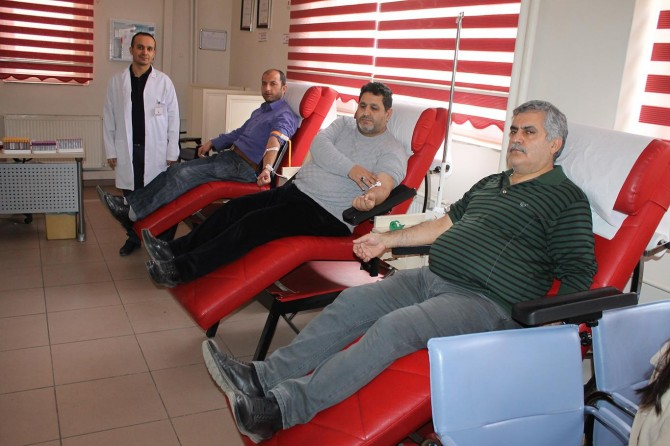 """""""Kan veren kişi 3 kişinin hayatını kurtarabiliyor"""""""