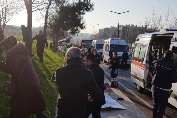 Bus drives into the crowd: 3 dead 5 injured
