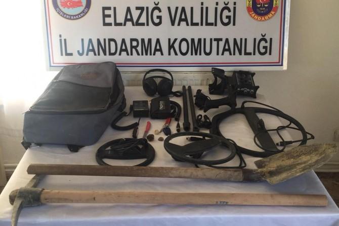 İzinsiz kazı yapan 2 kişi yakalandı