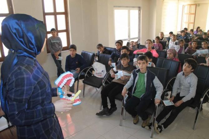 Muş'ta çocuklara ağız ve diş sağlığı anlatıldı