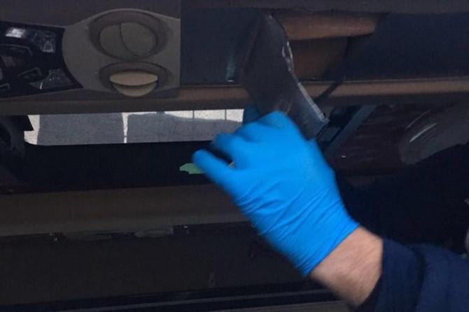 Başkale'de minibüsün tavanına zulalanmış eroin ele geçirildi