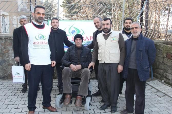 Bingöl Genç'te IHO EBRAR'dan engelli vatandaşa akülü araç