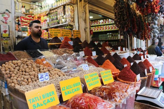 Esnaf durgun olan piyasaların normal haline dönmesini umut ediyor