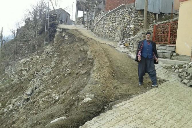 Etkili olan yağmur nedeniyle yol çöktü