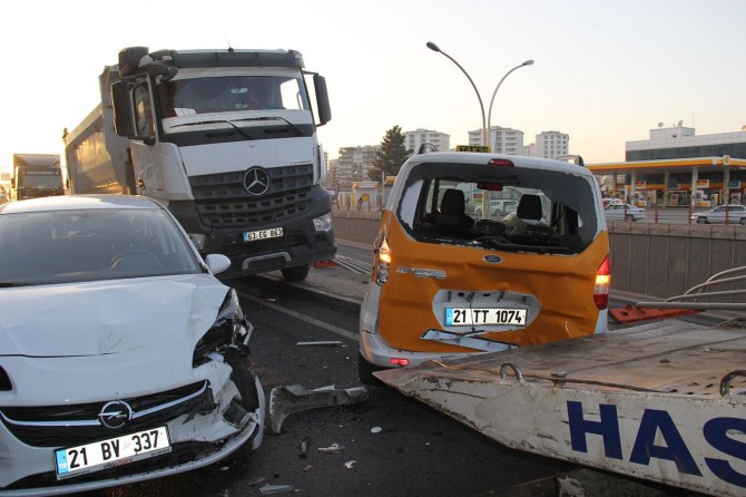 Diyarbakır'da 6 aracın karıştığı zincirleme kaza