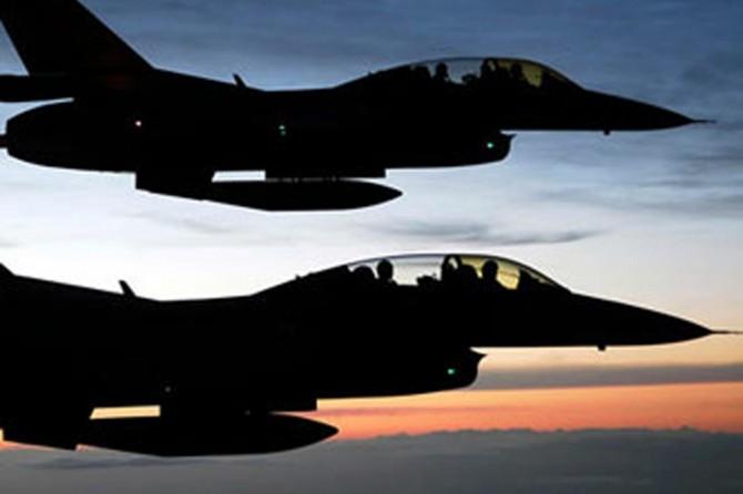 Savaş uçakları Afrin'in merkezini vurdu